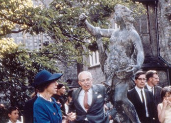 Leonard and Dorothy Elmhirst admiring Flora after her unveiling at Foundation Day in 1967.