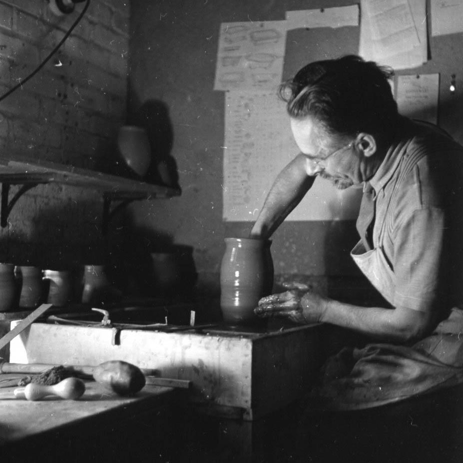 Bernard Leach at Shinners Bridge Pottery. Photo Fritz Henle, Dartington Archive
